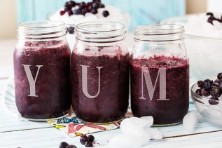fresh-juice-smoothies-with-mixed-berries-in-mason-jar-glass-e1428104016549